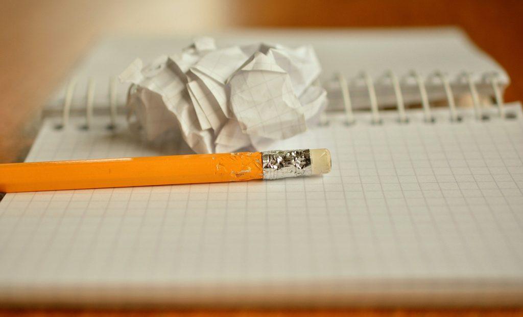 kynä ja paperia